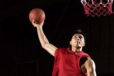 易建联代言耐克篮球鞋广告酷图